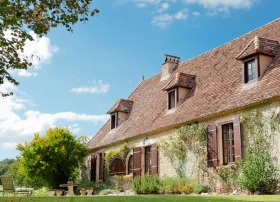 Restored 18th century farmhouse with vineyard, guest cottage and 10ha