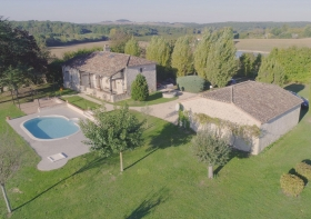 Exceptional 19th century farmhouse with swimming pool and large garden