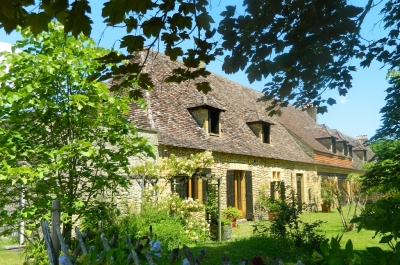 Attractive 17th century farmhouse with 2 guest cottages, swimming pool and 20ha