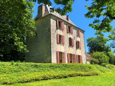 Imposing 18th century manoir with elevated views and 7ha