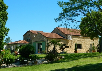 Immaculately restored country house with guest cottage, swimming pool and 2ha
