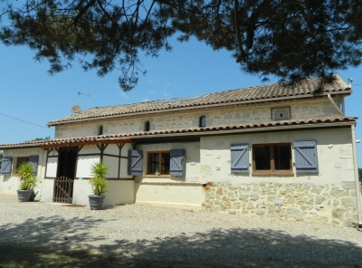 Attractive restored farmhouse with guest cottage, swimming pool and 12ha