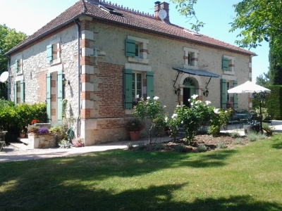 Restored maison de maitre with swimming pool and 2.6ha