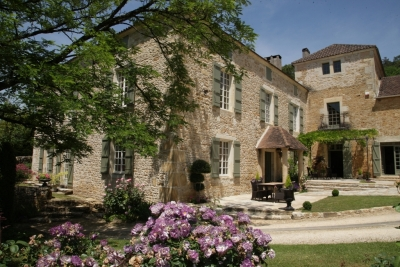 Elegant and superbly restored 17th century manoir with 8.2ha