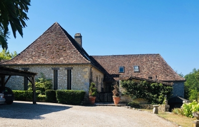 Substantial restored manoir with 3 cottages, swimming pool and 25ha