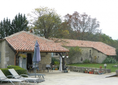 Attractive restored farmhouse with swimming pool and 4.25ha