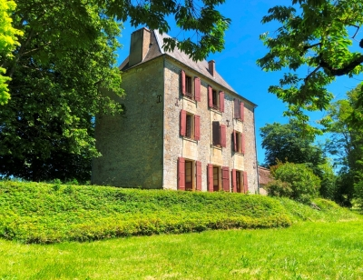 Substantial 18th century manoir with traditional outbuildings and 6.4ha