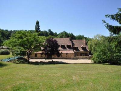 Restored 17th century farmhouse with guest cottage, swimming pool and large garden