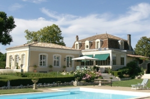Superb gentilhommière with swimming pool and 1.4ha