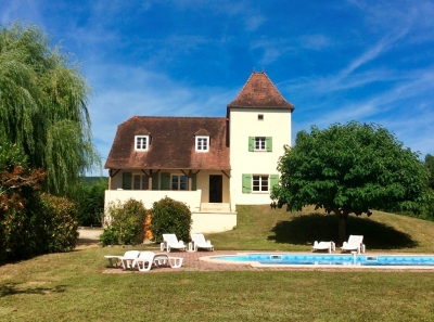 Substantial périgourdine style house with swimming pool and 1ha