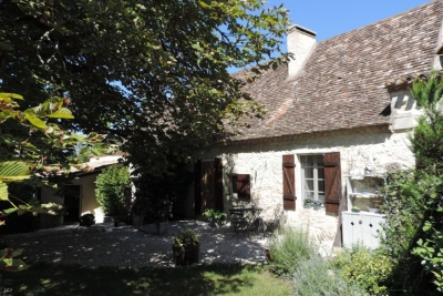 Restored périgourdine cottage with barns and 3.2ha
