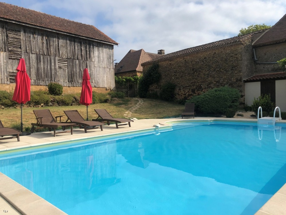 Beautifully restored périgourdine farmhouse with gite, traditional barns, swimming pool and 4.5ha