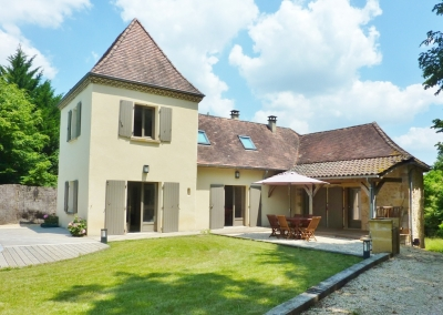 Immaculately presented périgourdine style house with swimming pool