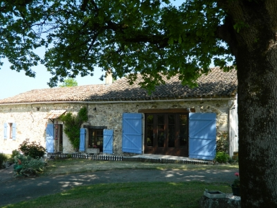 Privately located stone farmhouse with swimming pool and garden