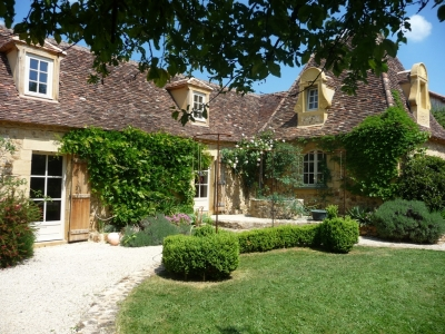Beautiful perigourdine farmhouse with guest cottage and 5.3ha