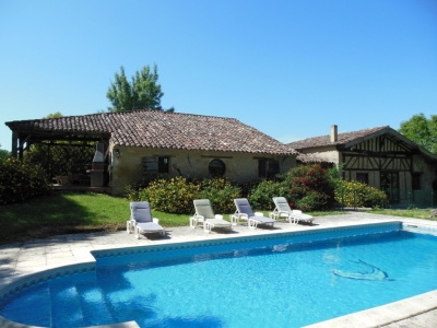 Restored farmhouse with swimming pool and garden