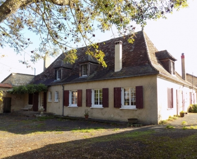 Substantial périgourdine farmhouse with outbuildings and 5.8ha