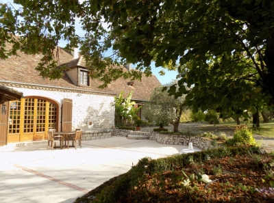 Restored périgourdine farmhouse with gite, swimming pool and 12ha