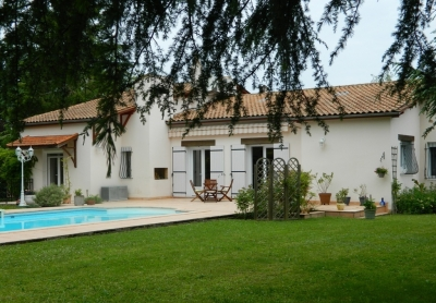 Modern 4 bedroom village house with garden and swimming pool