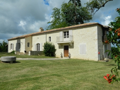 Superbly located manoir with guest cottage, swimming pool and 6ha