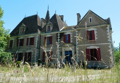 Substantial 17th / 19th century chateau with 1.8ha