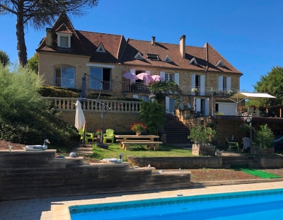 Substantial village house with swimming pool, studio and 2.5ha