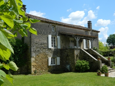 Restored 18th century farmhouse with guest apartment and swimming pool