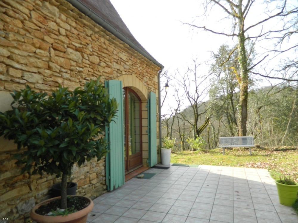 Attractive and fully restored perigourdine cottage with 3ha