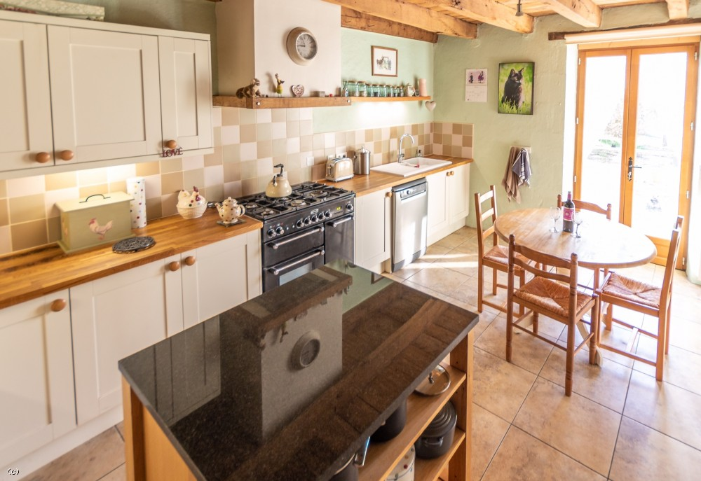 Restored farmhouse with barn, equestrian facilities and 7.4ha